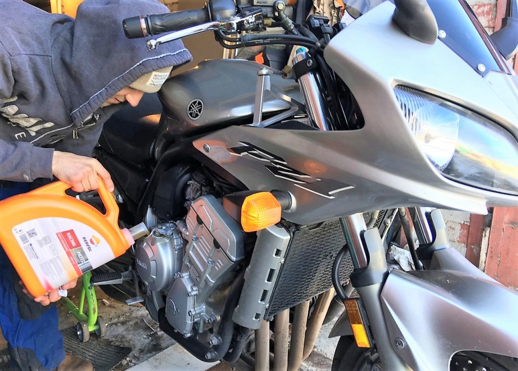 Repsol Moto Racing 10W40 для мотоцикла Yamaha FZ