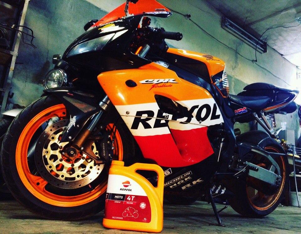 REPSOL Moto Racing 4T 10W40 мото масло в Honda CBR Екатеринбург