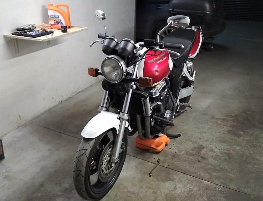 Масло Repsol Moto Sport 4T 10W40 несколько лет полёт отличный на Honda CB1000