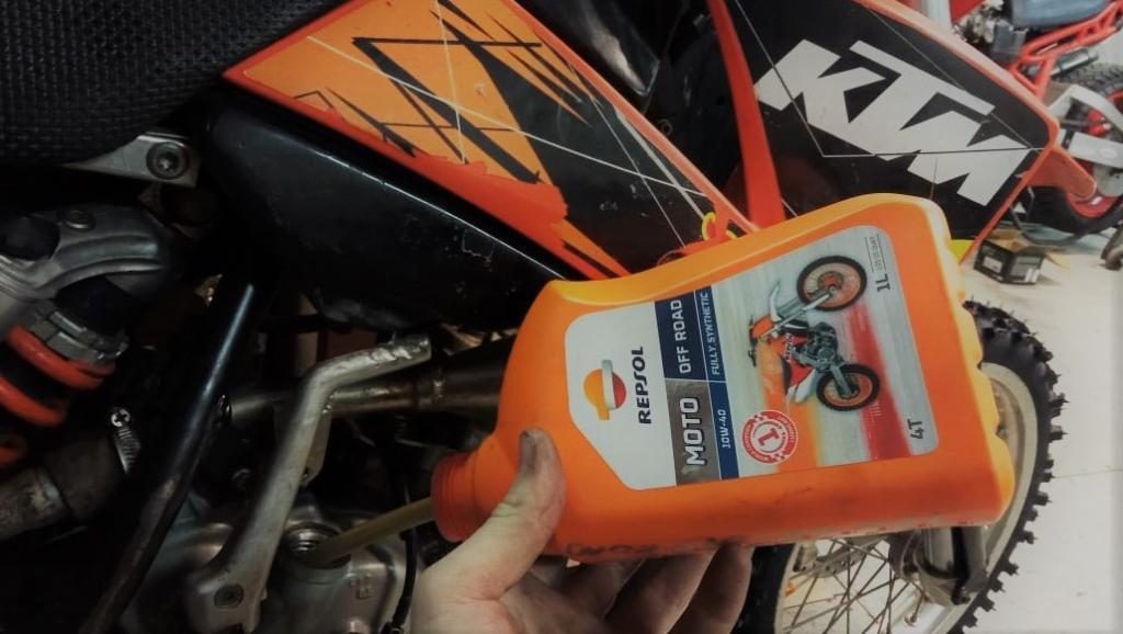 Repsol мото масла в наличии купить в екатеринбурге России для KTM