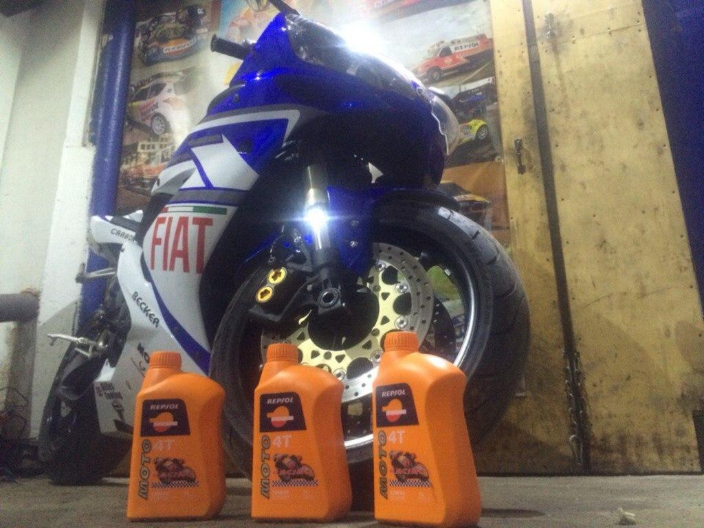 Yamaha R1 - Repsol Moto Racing